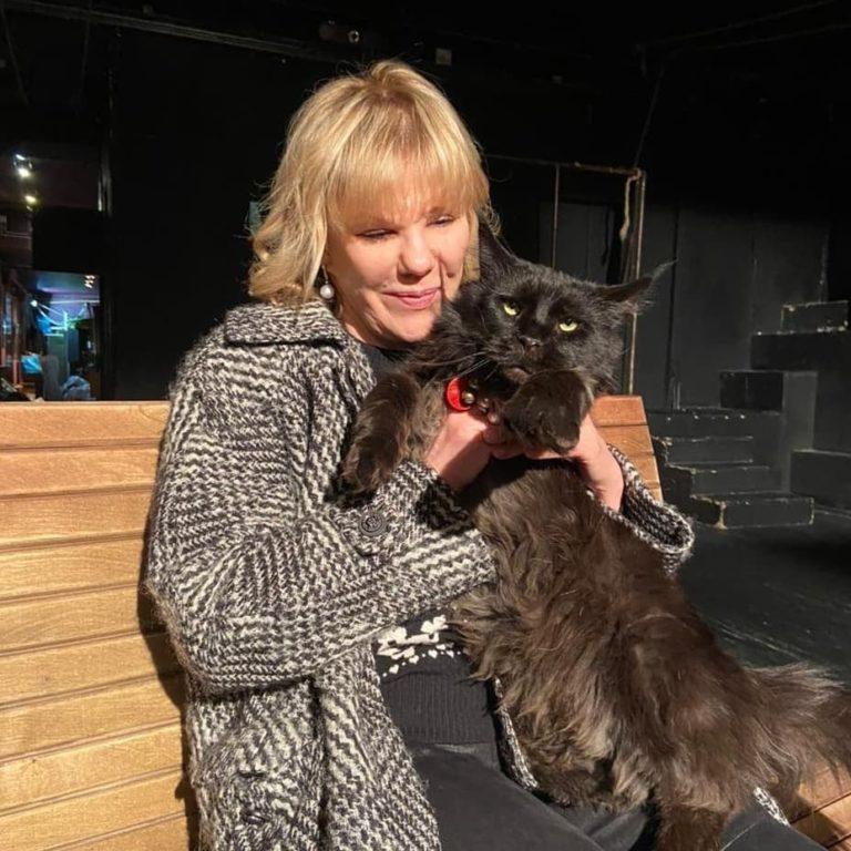 101302 Оторопь в Сети вызвало фото актрисы Захаровой: «хирург попался неудачный»