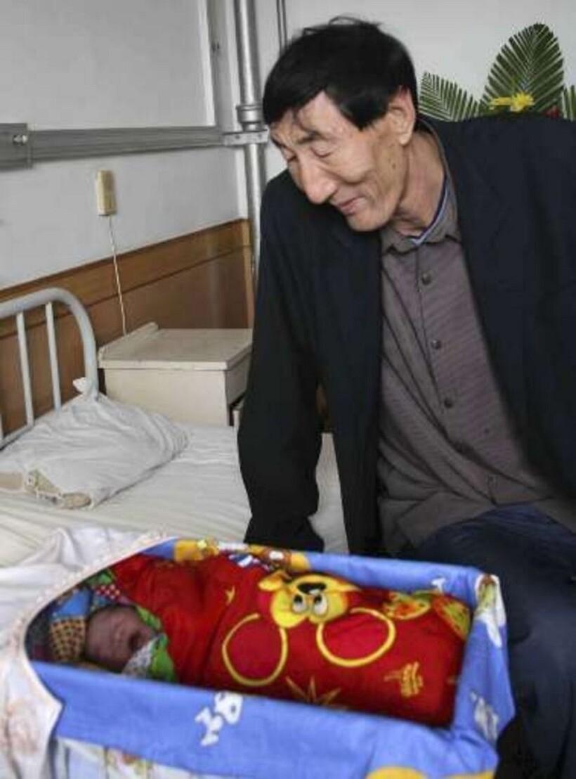 Самый высокий человек в мире стал папой: как же выглядит его ребенок?