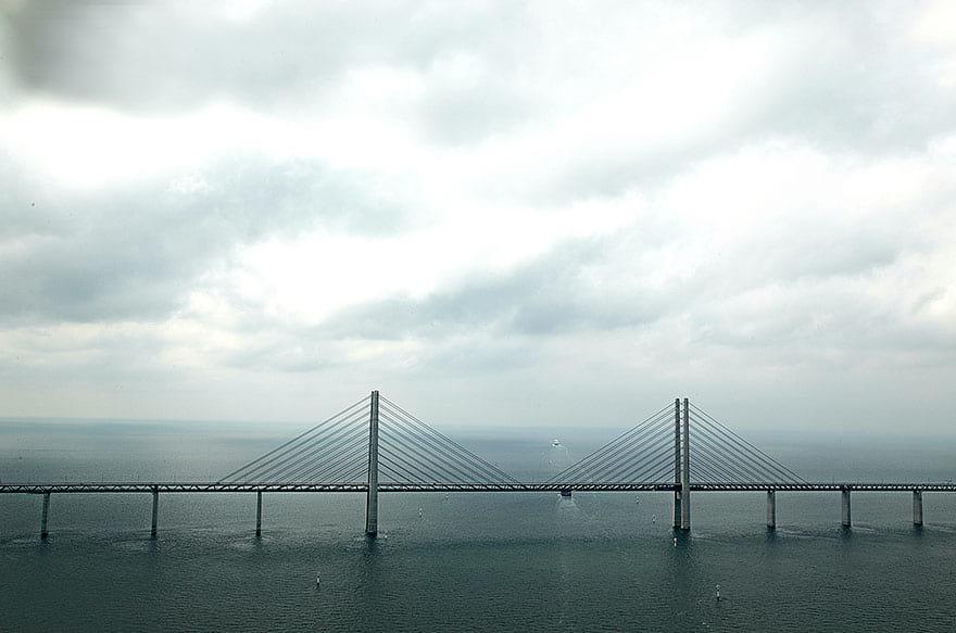 Уникальный мост, который превращается в подводный тоннель, соединяя Данию и Швецию